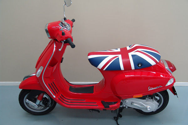 motorcycle-upholstery-custom-vespa-a-Vespa-Side