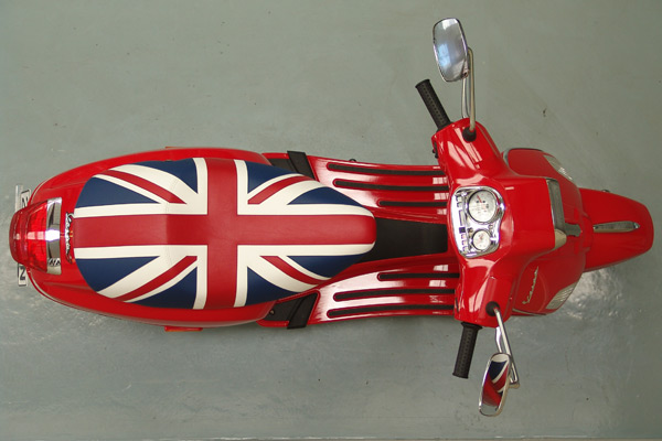 motorcycle-upholstery-custom-vespa-c-Vespa-Top