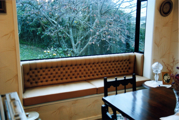 upholstery-leather-window-seat
